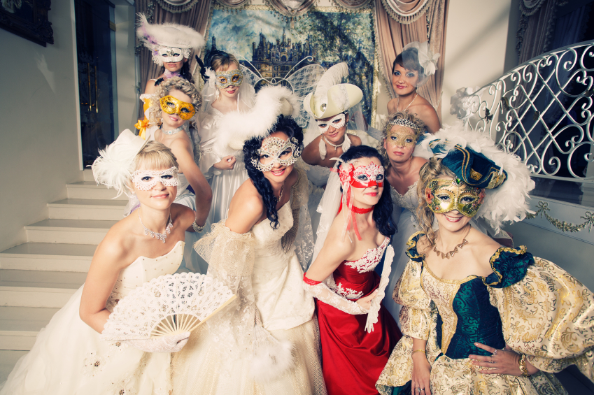 Organiser une soir e th me de l invitation au dress code - Idee theme soiree deguisee ...