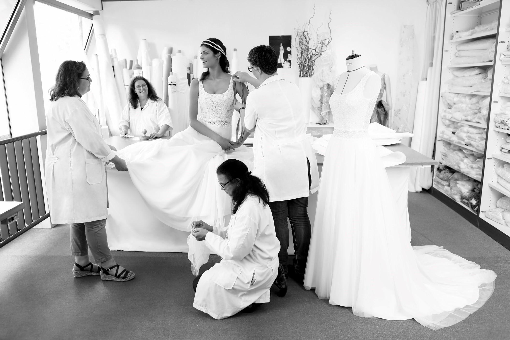 Place aux finitions de votre robe de mariée Cymbeline