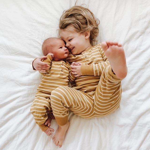Photo bébé pour faire part naissance tendance
